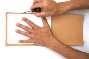 Используя шаблон, сделайте пометки на коже